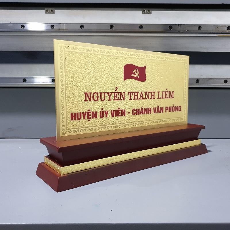 biển chức danh gỗ đồng để bàn mặt 2mm